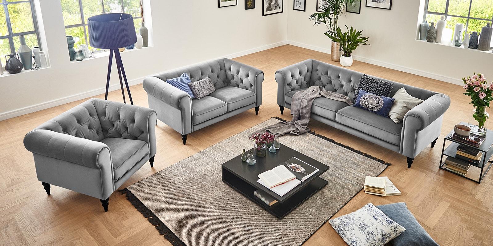 Moebella24 - 3-2-1-Sitzer - Sofa - Hudson - Chesterfield - Samt - Grau - Dekorative - Nähte - und - Versteppungen