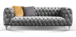 Moebella24 - Chesterfield - Sofa - Kristall - 3-Sitzer - Samt - Grau - Acryl - Füße - Knopfheftungen - Frontal - Detailaufnahme