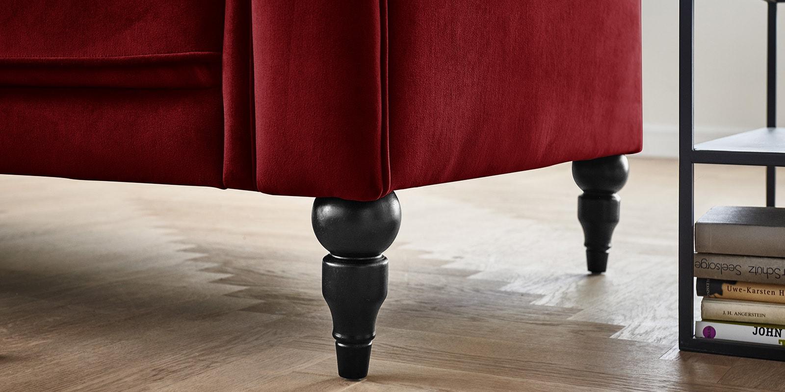 Moebella24 - 3-2-1-Sitzer - Sofa - Hudson - Chesterfield - Samt - Rot - Dekorative - Nähte - und - Versteppungen - Knopfheftung - Barock-Design - Füße - Detailaufnahme