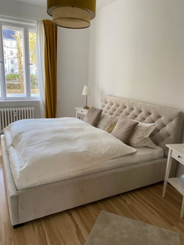 Bett mit Bettkasten Elsa Samt Stauraumbett photo review