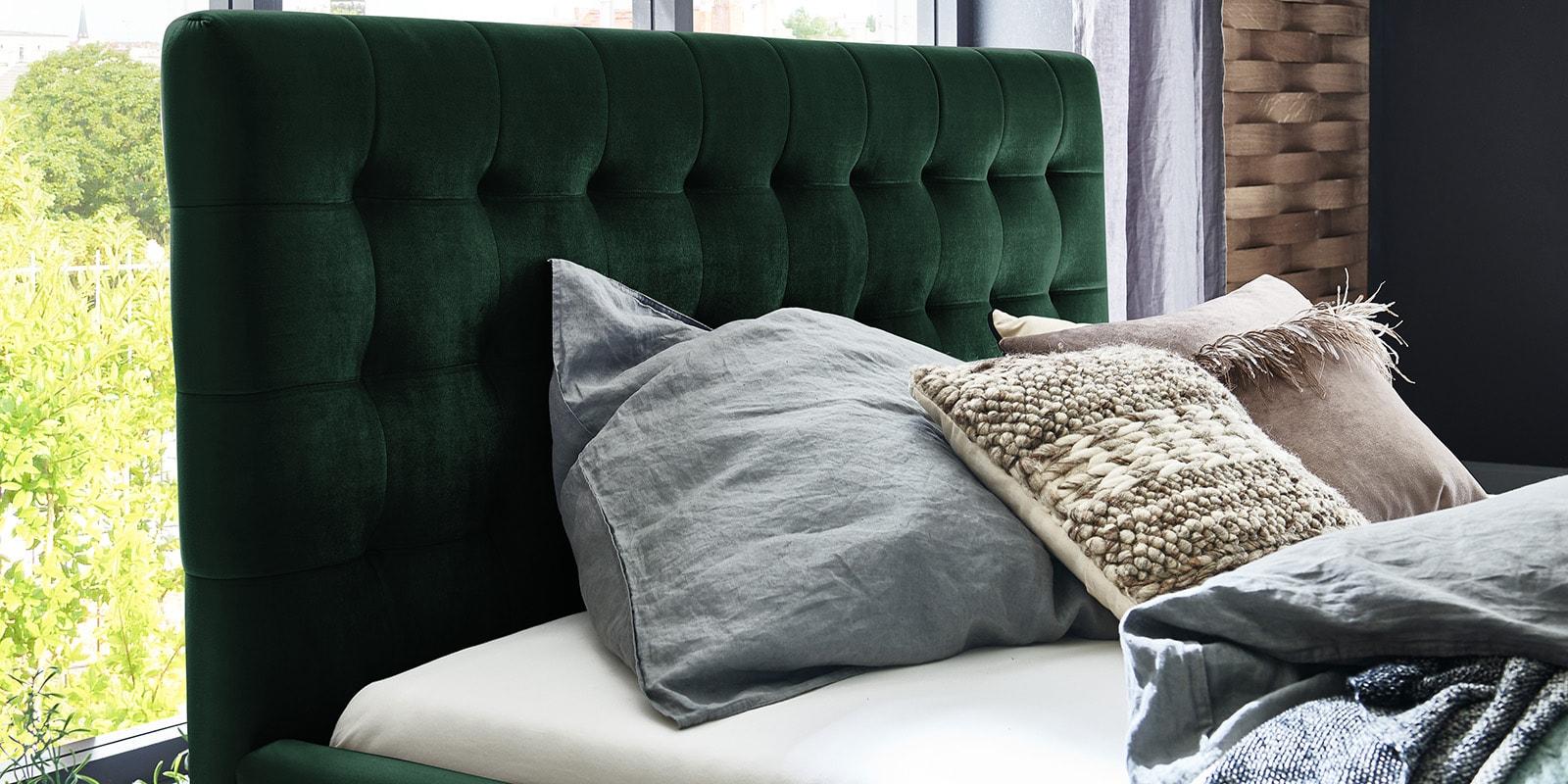 Moebella24 - Bett - mit - Bettkasten - Molly - Samt - Smaragd - Kopfteil - mit - Steppungen - Detailaufnahme
