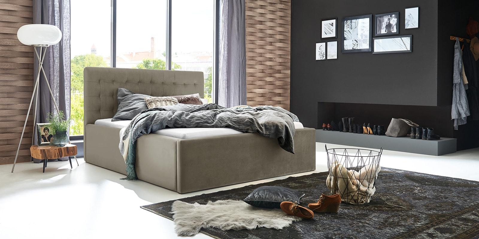 Moebella24 - Bett - mit - Bettkasten - Molly - Samt - Taupe - Stauraum - Bettkasten - und - Lattenrost - vormontiert - verstärkte - Dämpfer - Von - vorne - links