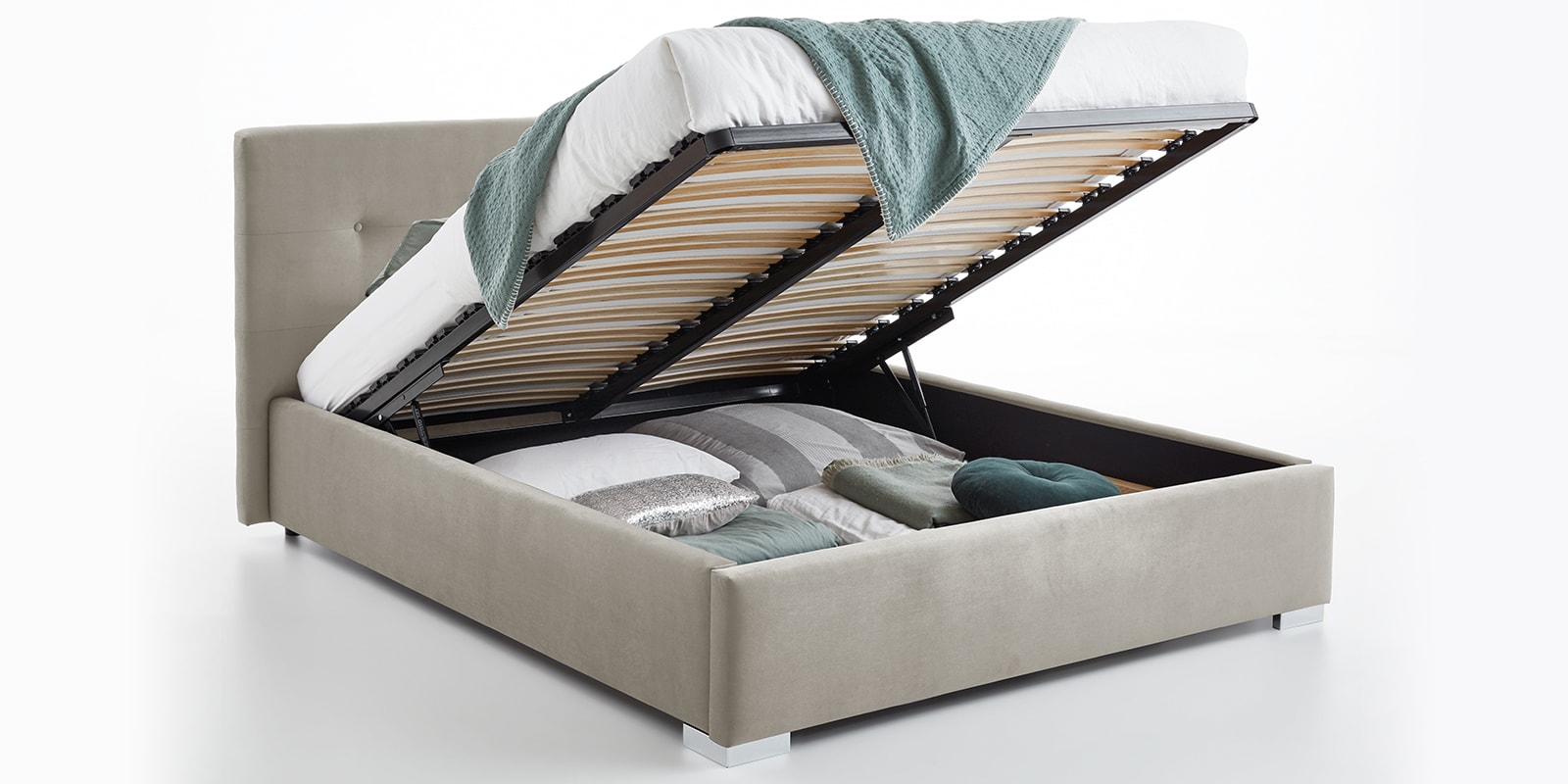 Moebella24 - Bett - mit - Bettkasten - Betty - Samt - Altweiß - Stauraum - Kopfteil - mit - Knopfheftung - Bettkasten - Geöffnet - Von - vorne - links