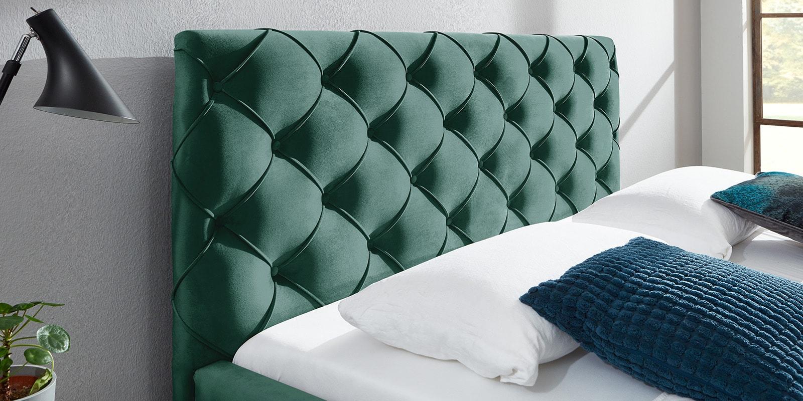 Moebella24 - Bett - mit - Bettkasten - Nelly - Samt - Mint - Kopfteil - mit - Knopfheftung - Detailaufnahme