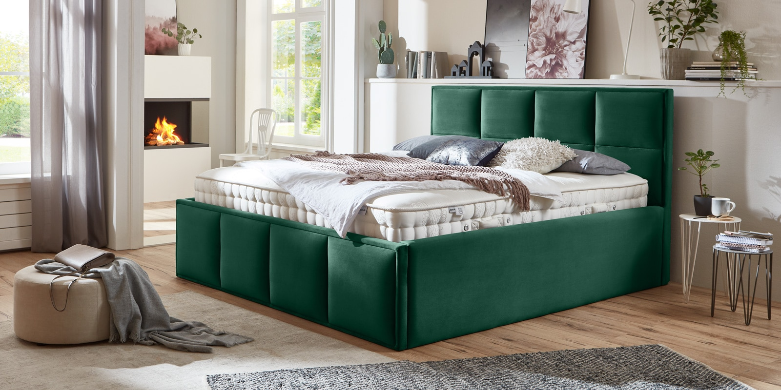 Bett mit Bettkasten Neptun XXL Samt smaragd Stauraumbett Queransicht