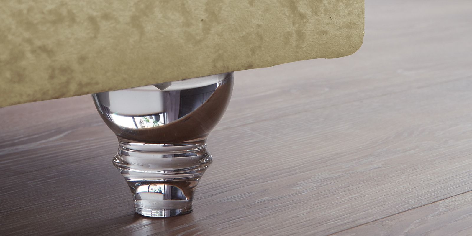 Moebella24 - Boxspringbett Roma - Chesterfield Stil mit Knopfheftung - samt gold - Acryl Füße in Glasoptik