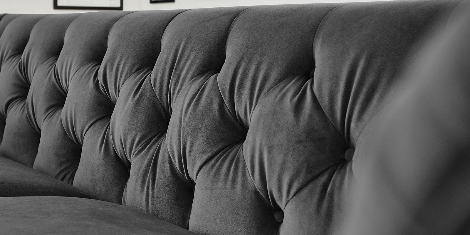 Moebella24 - 3-2-1-Sitzer - Sofa - Hudson - Chesterfield - Samt - Anthrazit - Dekorative - Nähte - und - Versteppungen - Knopfheftung - Detailaufnahme