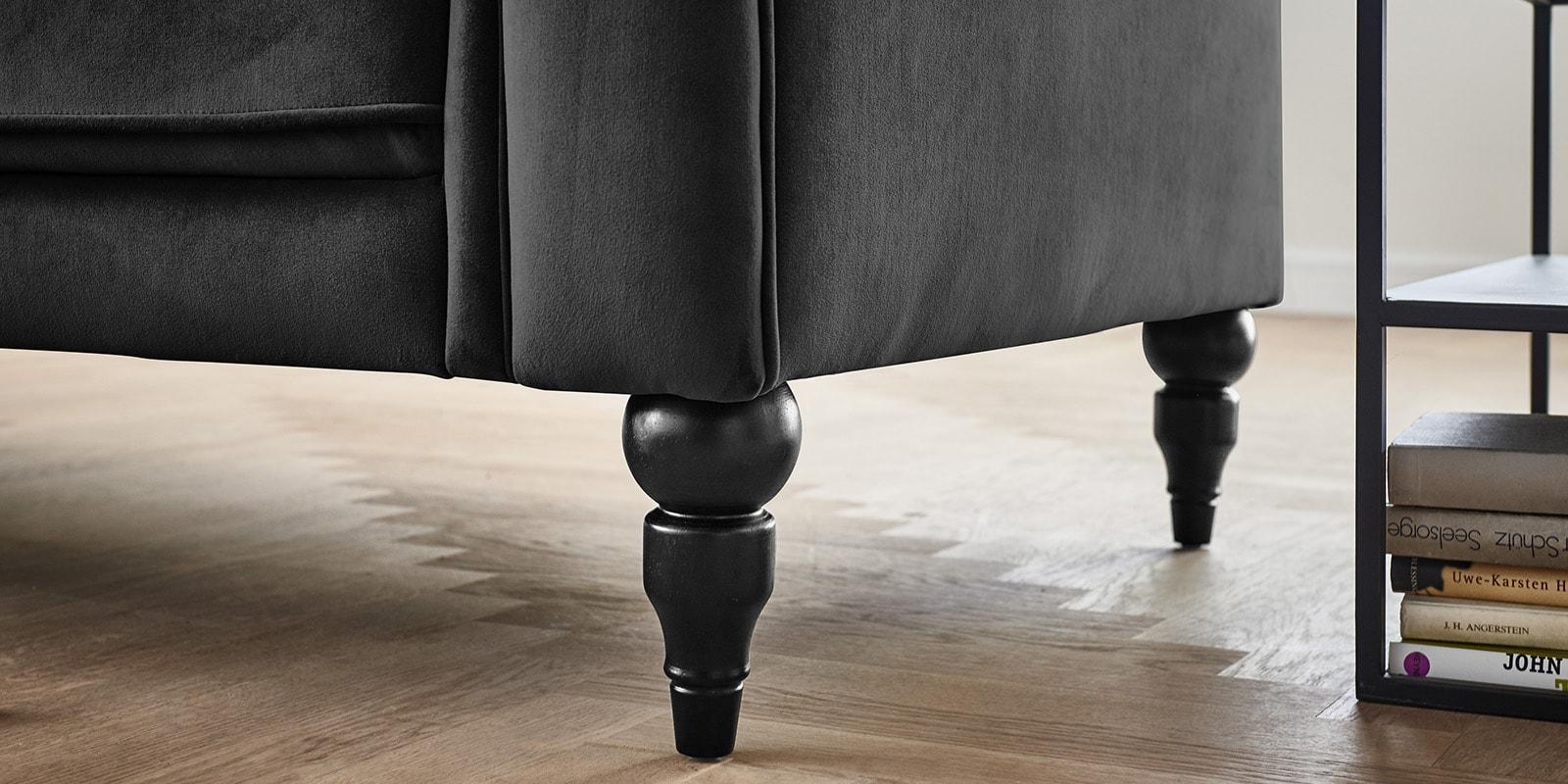 Moebella24 - 3-2-1-Sitzer - Sofa - Hudson - Chesterfield - Samt - Anthrazit - Dekorative - Nähte - und - Versteppungen - Knopfheftung - Barock-Design - Füße - Detailaufnahme